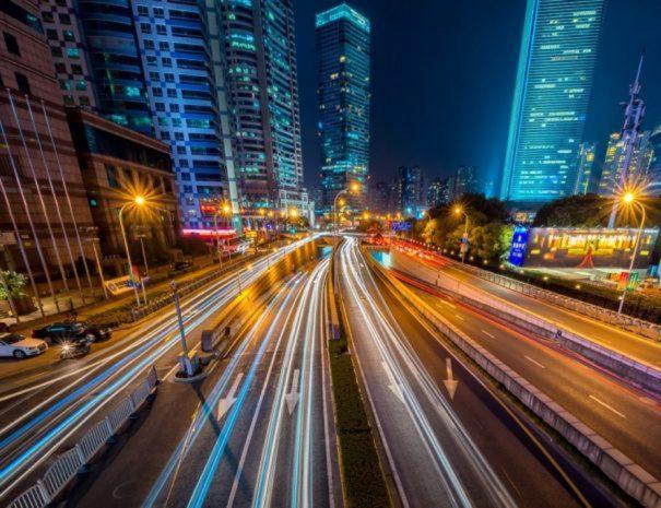buildings-cars-city-169677-1024x684-605x465